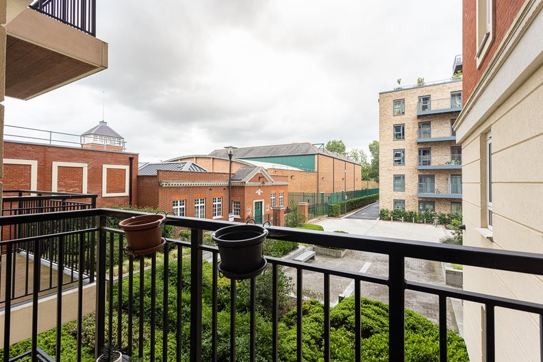 2 bedroom(s) apartment to sale in Beaufort Square, Colindale, London-image 11
