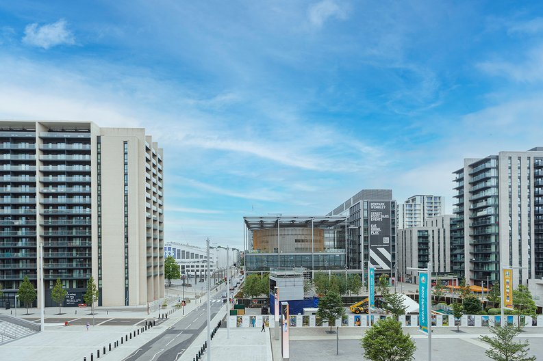3 bedroom(s) apartment to sale in Olympic Way, Wembley, Greater London, London-image 19