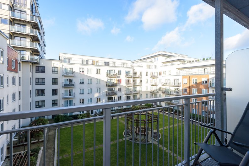 1 bedroom(s) to sale in Boulevard Drive, London-image 5