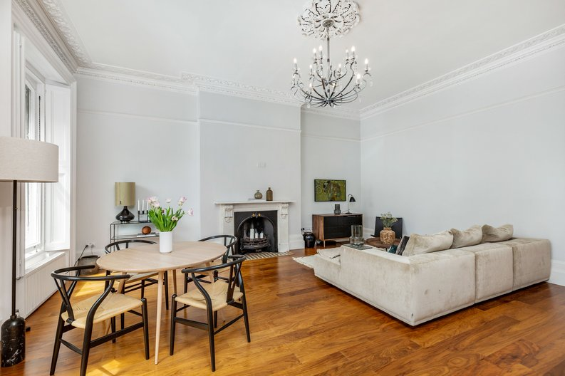 2 bedroom(s) apartment to sale in The Green, Surrey, Richmond-image 13