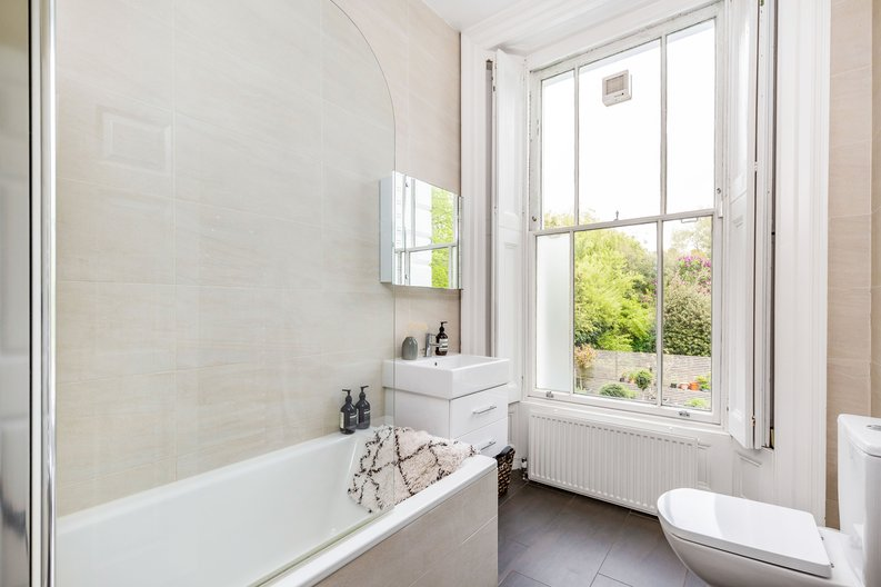 2 bedroom(s) apartment to sale in The Green, Surrey, Richmond-image 4