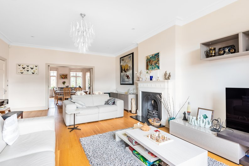4 bedroom(s) apartment to sale in Bracknell Gardens, Hampstead, London-image 10