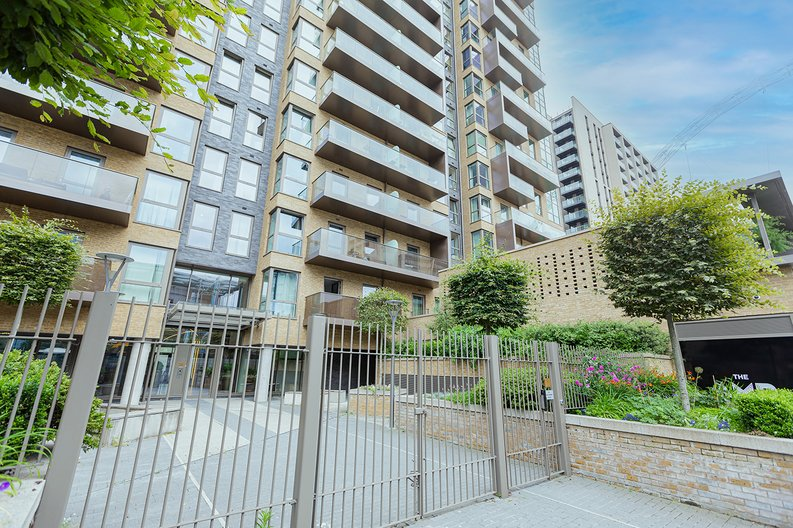 3 bedroom(s) apartment to sale in Olympic Way, Wembley, Greater London, London-image 20