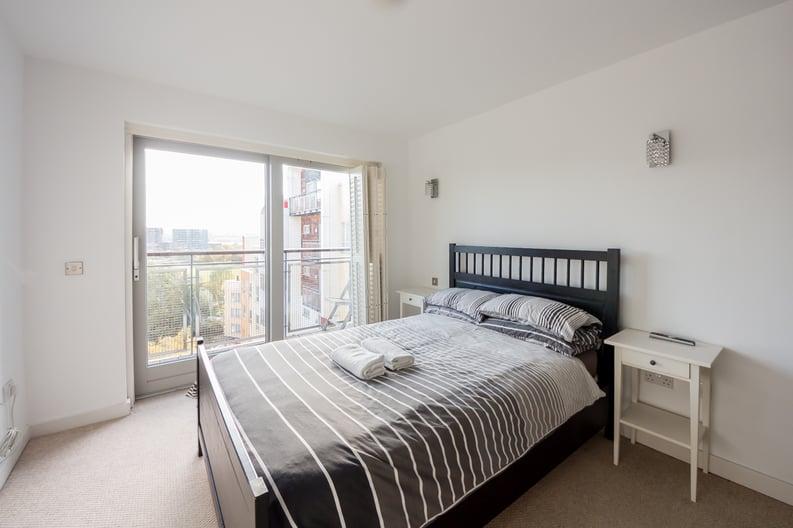 2 bedroom(s) apartment to sale in Metcalfe Court, John Harrison Way, Greenwich Millennium Village, Greenwich-image 2