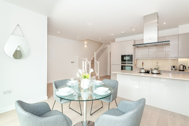 2 bedroom(s) apartment to sale in Thonrey Close, Colindale Gardens, Colindale-image 1