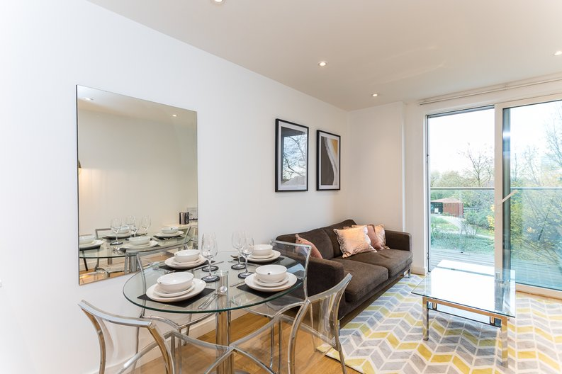1 bedroom(s) apartment to sale in Riverside Apartments, Goodchild Road, Woodberry Down, Manor House-image 3