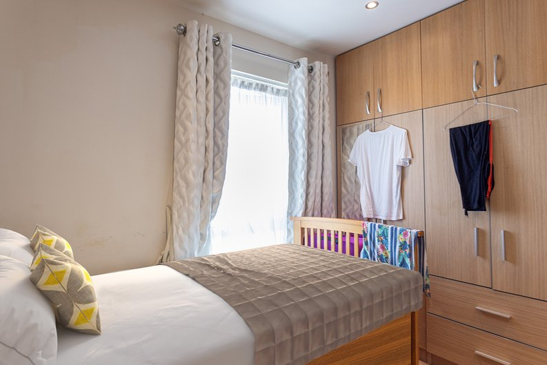 2 bedroom(s) apartment to sale in Heritage Avenue, London-image 17
