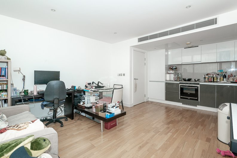1 bedroom(s) apartment to sale in Landmark West Tower, 22 Marsh Wall, London-image 2