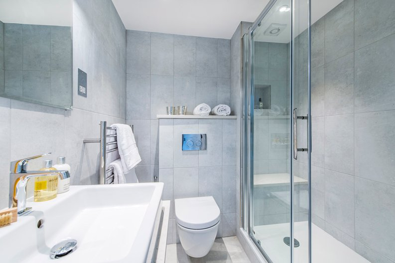 3 bedroom(s) apartment to sale in Drayton Gardens, Chelsea, London-image 9