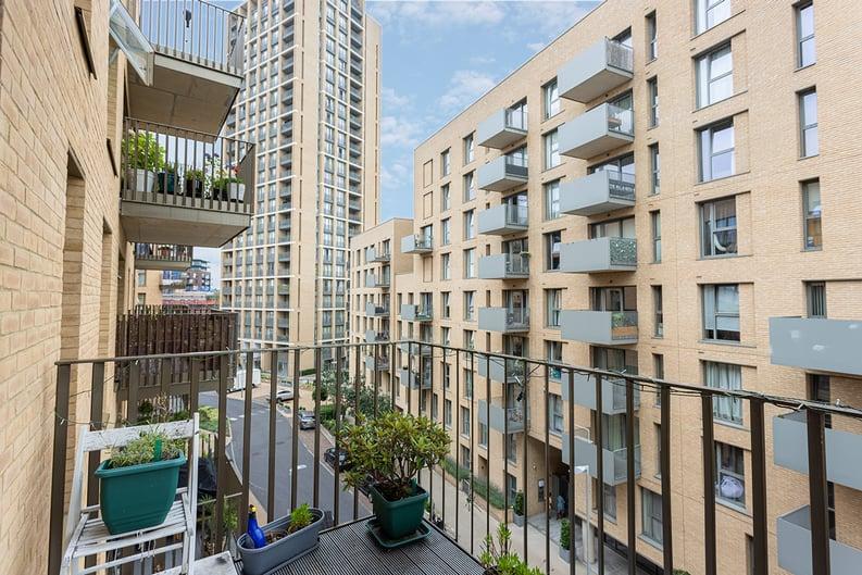 1 bedroom(s) apartment to sale in Moorhen Drive, London-image 5