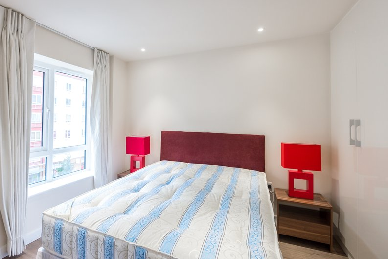 1 bedroom(s) apartment to sale in Constantine House, Boulevard Drive, Beaufort park , London-image 4