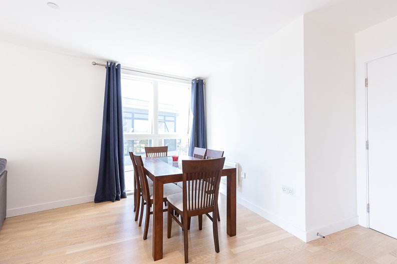2 bedroom(s) apartment to sale in Hyperion Tower, Pump House Crescent, Greater London, Brentford-image 3