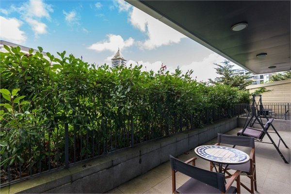 2 bedroom(s) apartment to sale in Doulton House, Chelsea Creek, Park Street, Fulham-image 5