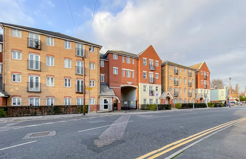 2 bedroom(s) apartment to sale in Sixpenny Court, Tanner Street, Barking-image 1
