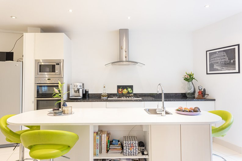 4 bedroom(s) house to sale in Hale Lane, Mill Hill, London-image 3