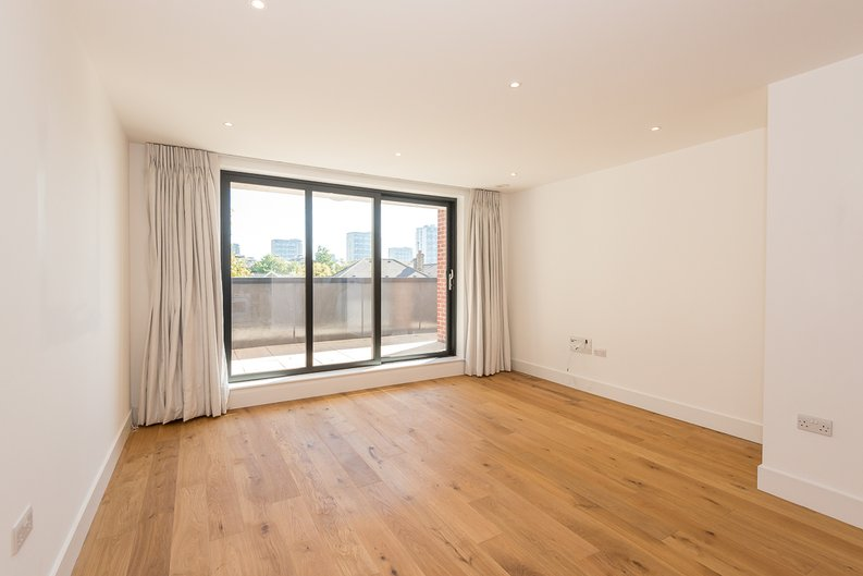 1 bedroom(s) apartment to sale in Butler House, 6 Dixon Butler Mews, London-image 4