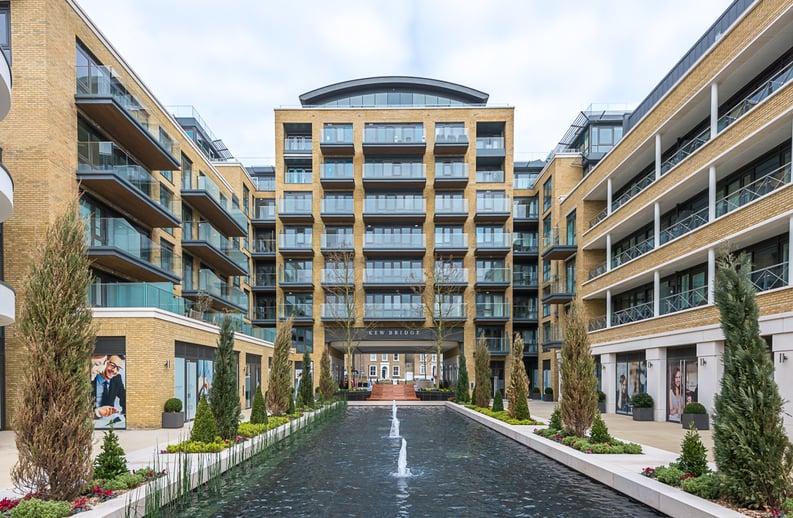 2 bedroom(s) apartment to sale in Rothschild House, Kew Bridge Road, Kew, Brentford-image 17
