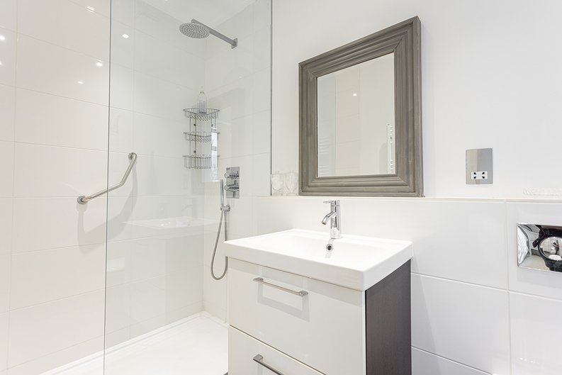4 bedroom(s) house to sale in Hale Lane, Mill Hill, London-image 20