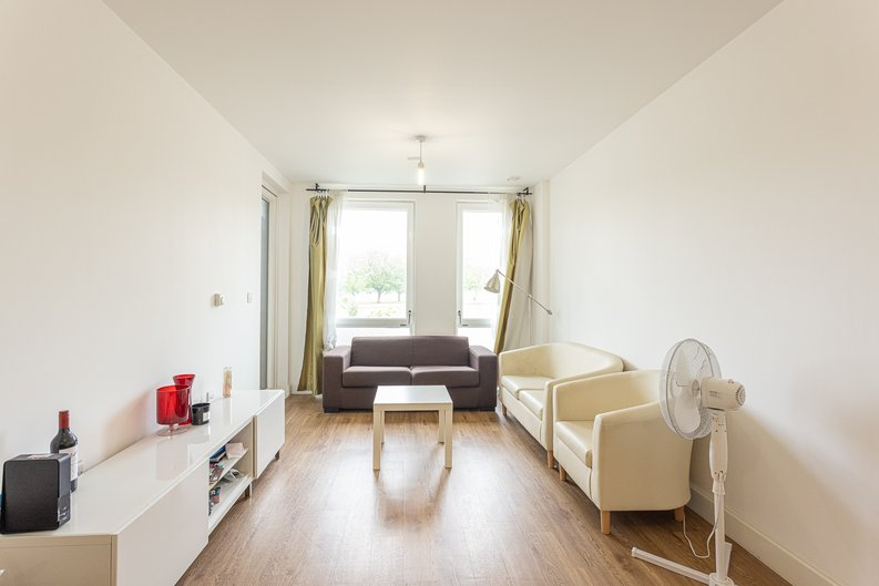 3 bedroom(s) apartment to sale in Sunflower Court, Seven Sisters Road, Finsbury Park, London-image 4