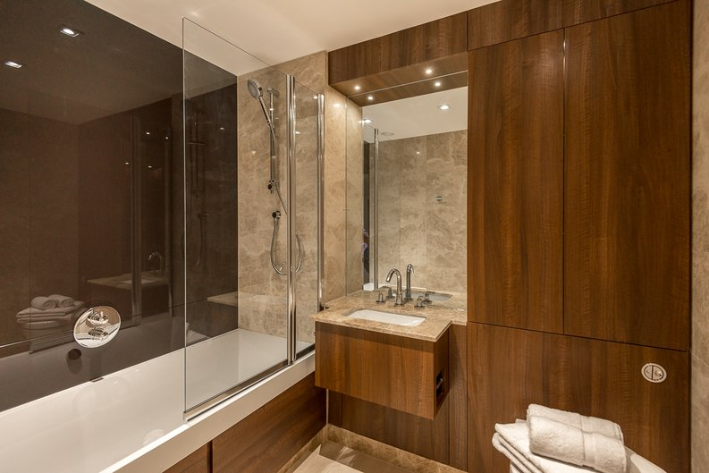 2 bedroom(s) apartment to sale in Rothschild House, 8 Kew Bridge Road, Greater London, Brentford-image 3