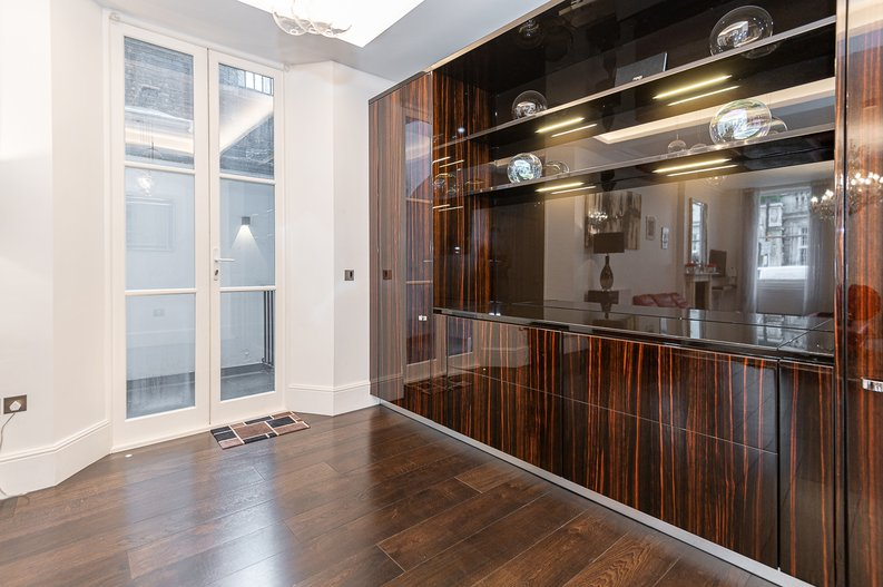 2 bedroom(s) apartment to sale in Park Street, Mayfair, London-image 7
