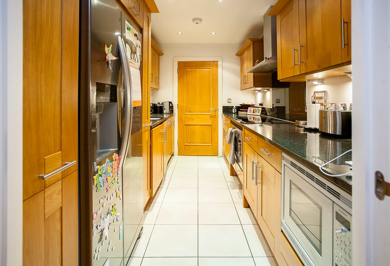 2 bedroom(s) apartment to sale in Chelsea Vista, Imperial Wharf, Fulham-image 7