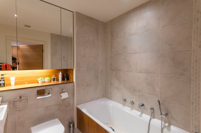 2 bedroom(s) apartment to sale in Regal House, Lensbury Avenue, Fulham-image 8