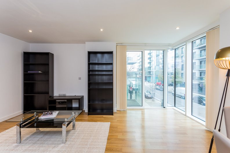 2 bedroom(s) apartment to sale in Riverside Apartments, Goodchild Road, Woodberry Down, Manor House-image 5