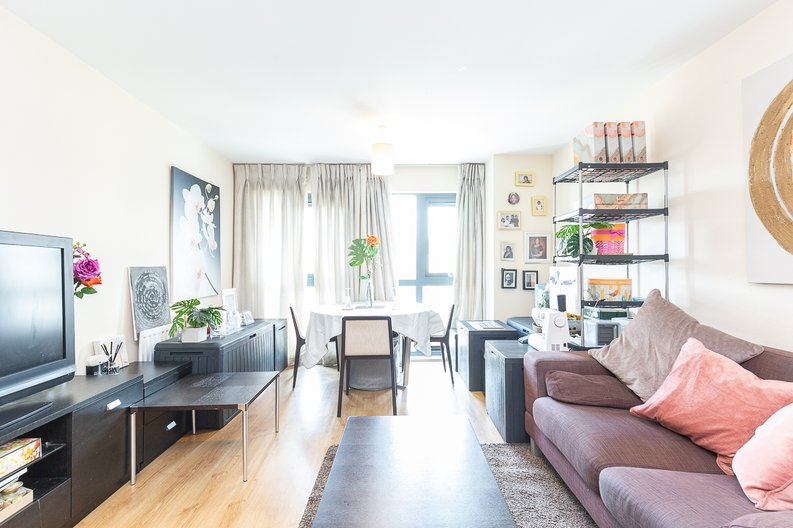 1 bedroom(s) apartment to sale in Warneford Court, Mannock Close, Colindale-image 1