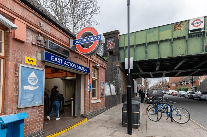 2 bedroom(s) apartment to sale in Western Circus, Western Avenue, Acton, London-image 3
