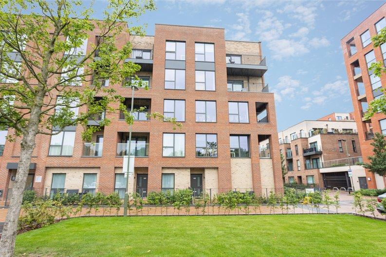 2 bedroom(s) apartment to sale in Colindale Gardens, London-image 19