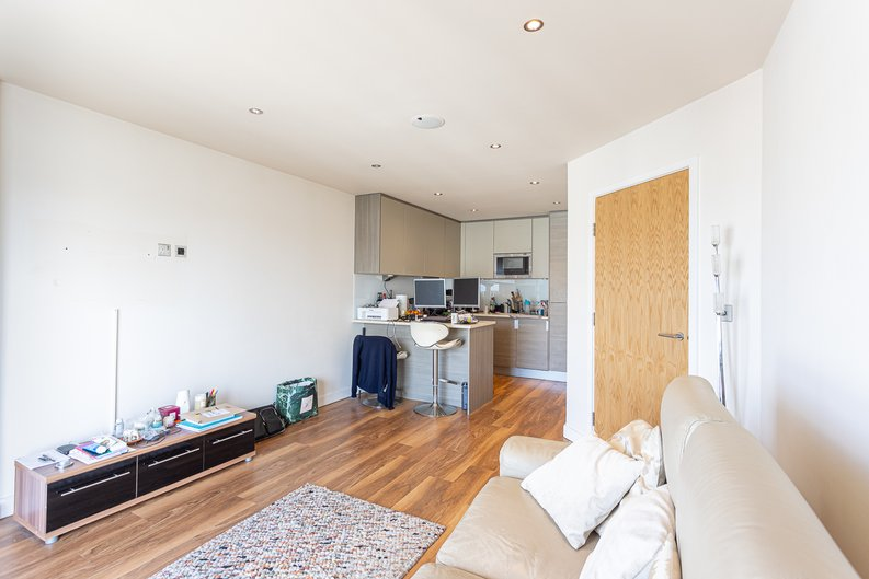 2 bedroom(s) apartment to sale in Heritage Avenue, London-image 15