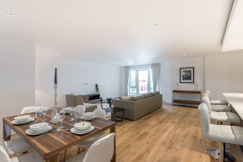 2 bedroom(s) apartment to sale in Rothschild House, Kew Bridge Road, Kew, Brentford-image 2
