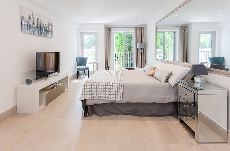 3 bedroom(s) apartment to sale in Montpelier Road, Ealing-image 18