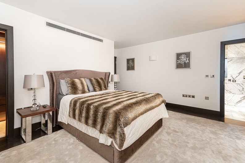 2 bedroom(s) apartment to sale in Park Street, Mayfair, London-image 17
