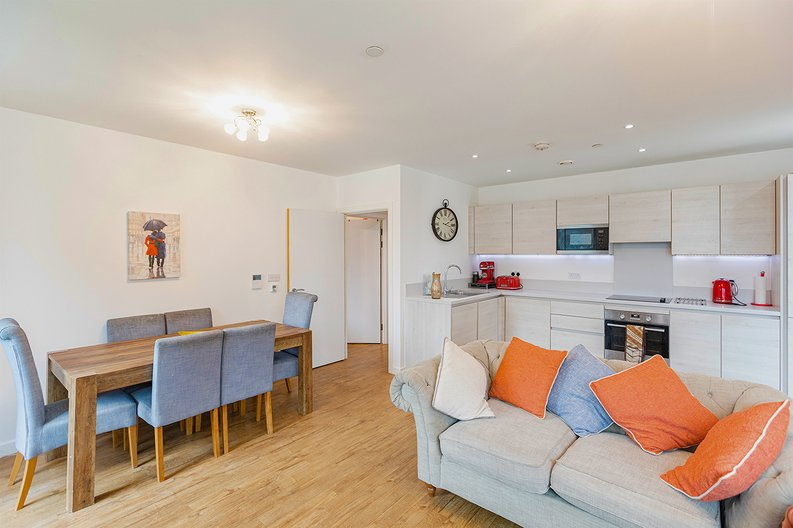3 bedroom(s) apartment to sale in Olympic Way, Wembley, Greater London, London-image 5