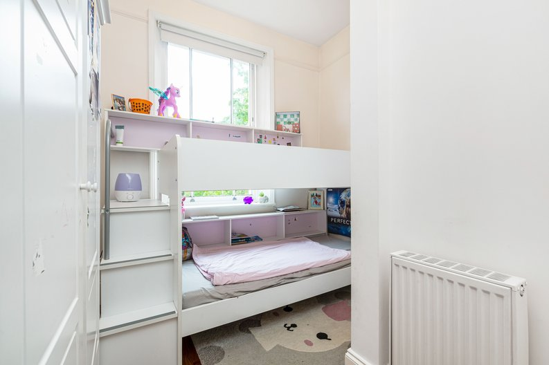 3 bedroom(s) apartment to sale in The Green, Surrey, Richmond-image 9