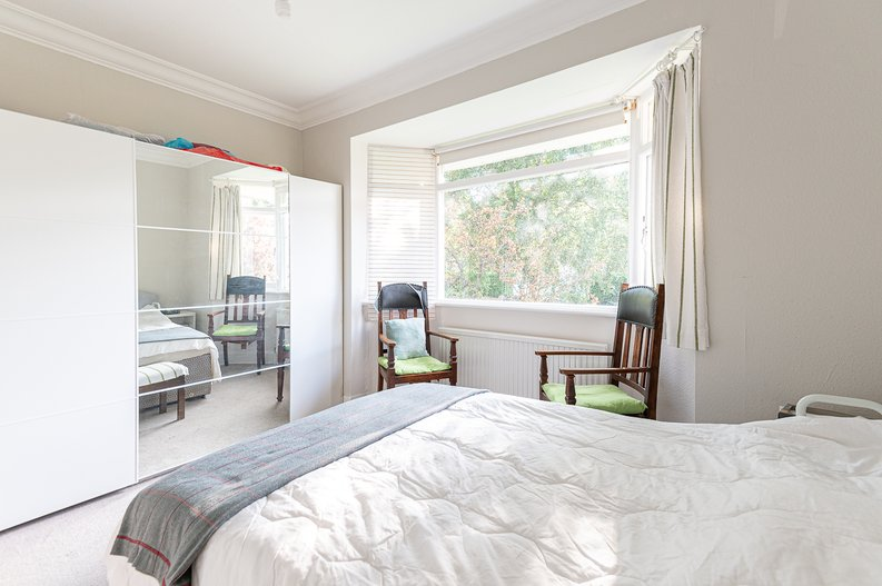 2 bedroom(s) apartment to sale in Cholmeley Park, Highgate Village, London-image 8