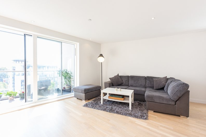 2 bedroom(s) apartment to sale in Hyperion Tower, Pump House Crescent, Greater London, Brentford-image 1