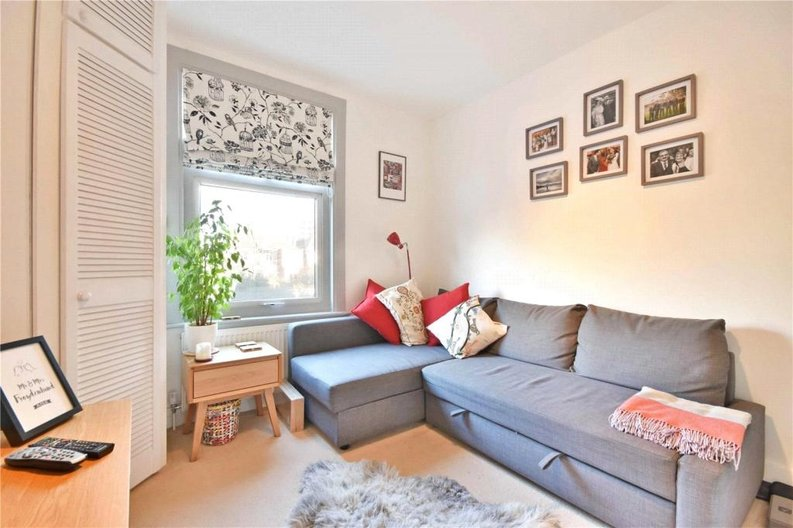 2 bedroom(s) apartment to sale in Claremont Road, Cricklewood, London-image 8