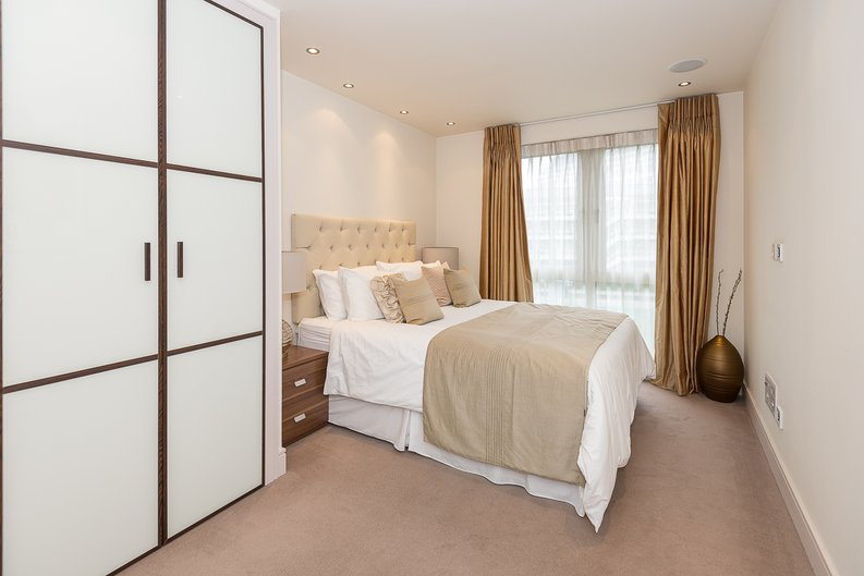 3 bedroom(s) apartment to sale in Doulton House, Park Street, Chelsea Creek-image 7