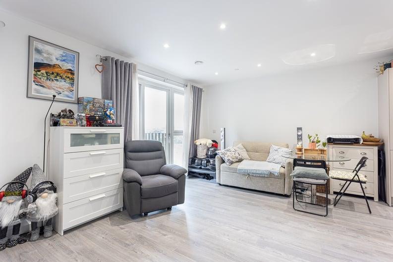 1 bedroom(s) apartment to sale in Moorhen Drive, London-image 6