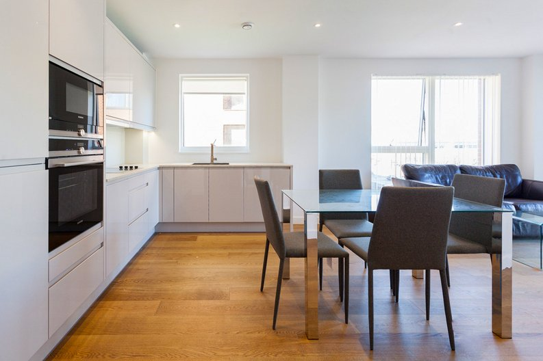 2 bedroom(s) apartment to sale in Lismore Boulevard, London-image 11