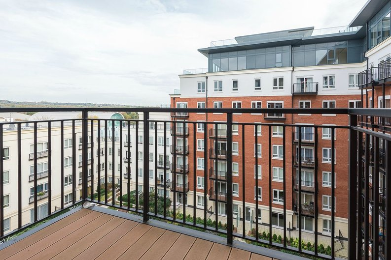 2 bedroom(s) apartment to sale in Goldhawk House, Beaufort Square, Colindale-image 11