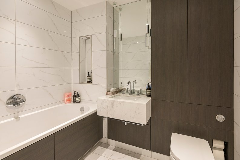 2 bedroom(s) apartment to sale in Montpellier House, Glenthorne Road, Hammersmith, London-image 5