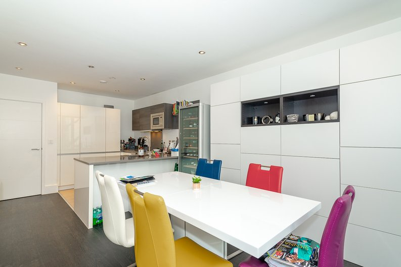 2 bedroom(s) apartment to sale in Bonchurch Road, Notting Hill , London-image 1