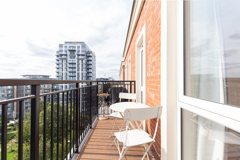3 bedroom(s) apartment to sale in Golding House, Beaufort Square, Colindale-image 11