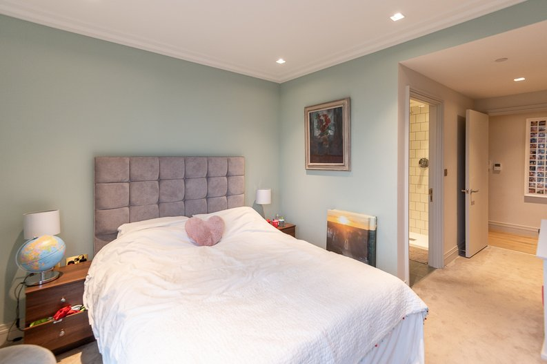 2 bedroom(s) apartment to sale in Queens Wharf, Crisp Road, Hammersmith-image 6