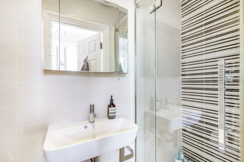 2 bedroom(s) apartment to sale in The Green, Surrey, Richmond-image 10