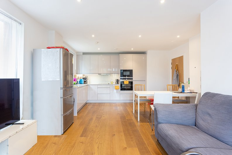 2 bedroom(s) apartment to sale in Lismore Boulevard, Colindale, Colindale Gardens, London-image 6